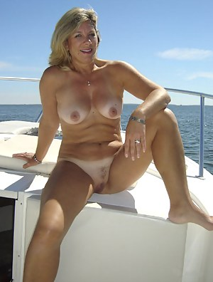 MILF Boat Porn Pictures