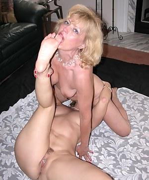 MILF Toe Sucking Porn Pictures