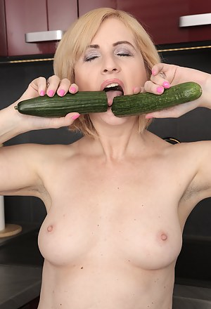 MILF Food Porn Pictures