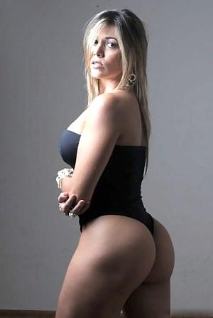 MILF Swimsuit Porn Pictures